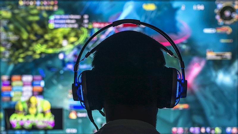Gamer focused on computer